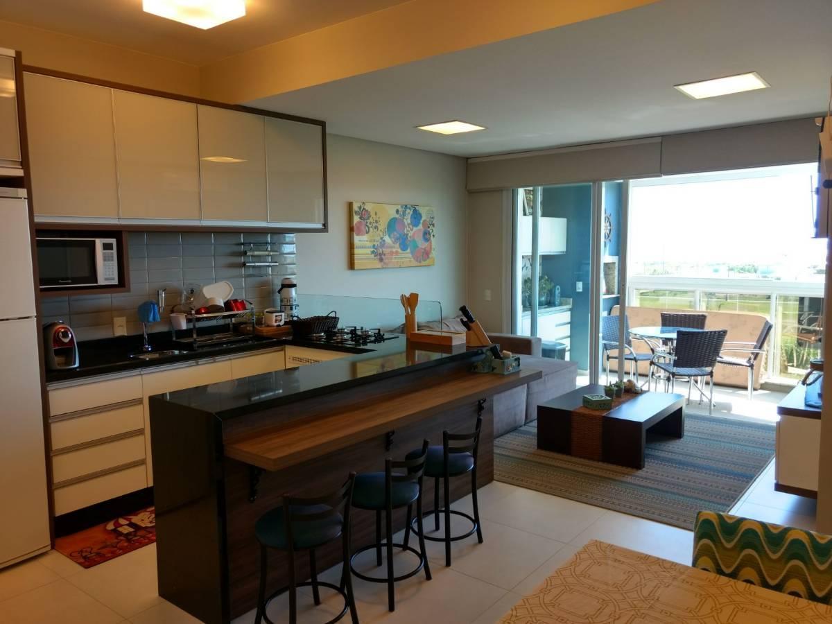 Apartamento na Praia de Palmas, 02 Dormitórios sendo 01 Suíte + 01 Demi-Suíte!