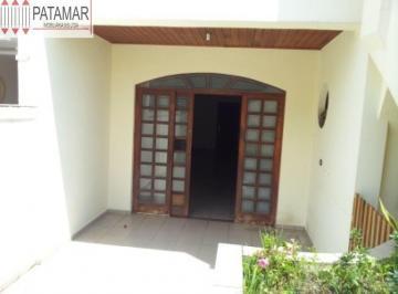 Casa · 230m² · 3 Quartos · 2 Vagas