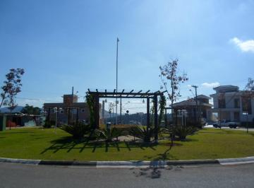 Praça en frente ao Terreno