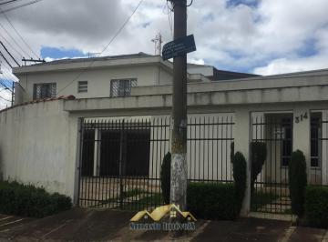Casa · 160m² · 4 Quartos · 8 Vagas