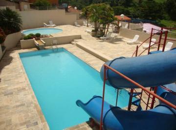 piscina com toboagua