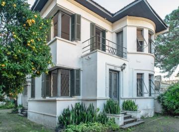 Casa · 290m² · 9 Quartos · 6 Vagas
