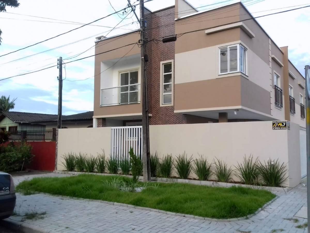 Sobrado na Vila Itiberê, esquina, 03 quartos, uma vaga, churrasqeira
