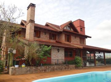 Casa · 370m² · 4 Quartos · 4 Vagas
