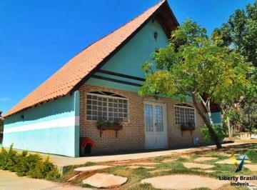 Casa · 230m² · 3 Quartos · 5 Vagas