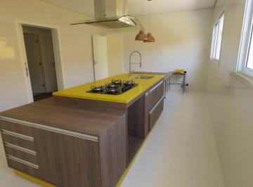 Cozinha equipada com moderna ilha