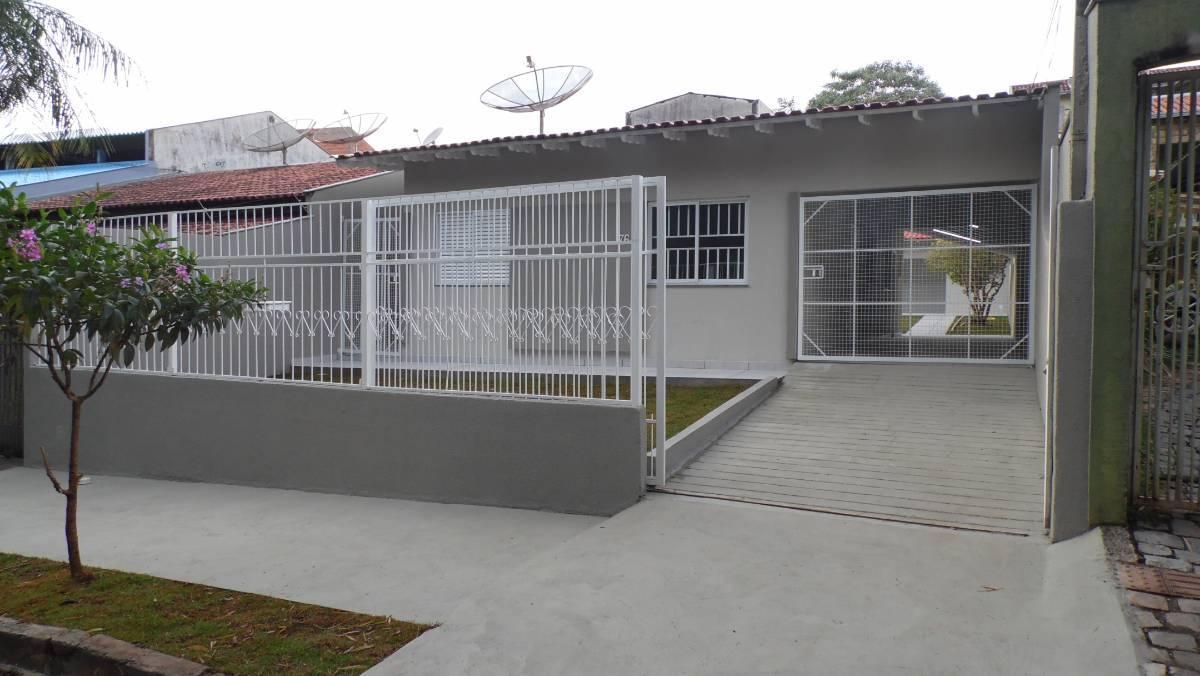 Casa 3 quartos, rua Barcelona, Jardim Pizza, Londrina