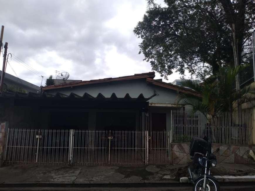 Casa com 3 Quartos à Venda, 120 m² por R$ 450.000
