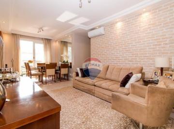 Sala de estar integrada a sala de jantar com varanda