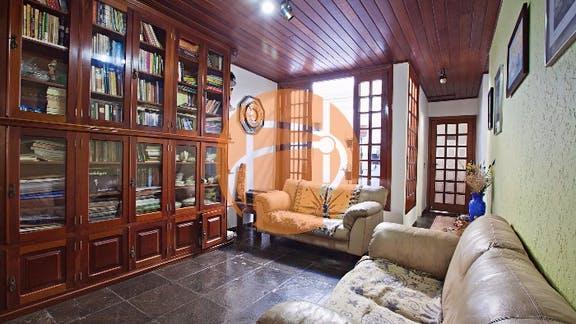 Região da Berrini - Casa térrea, com 4 dormitórios e uma saleta biblioteca entre os quartos,
