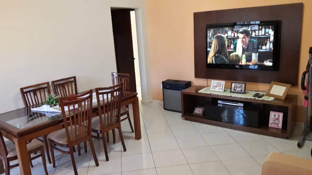 Casa 3 quartos sendo 1 suite 2 vagas de garagem no Centro de Nilópolis - RJ.