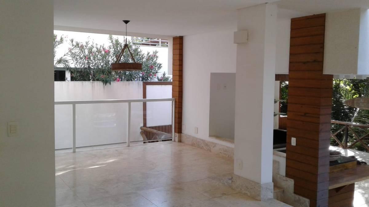 MANSÃO Á VENDA EM ALPHAVILLE 1 - 4 SUÍTES - 2 VAGAS - 420m² - PRONTA PARA MORAR