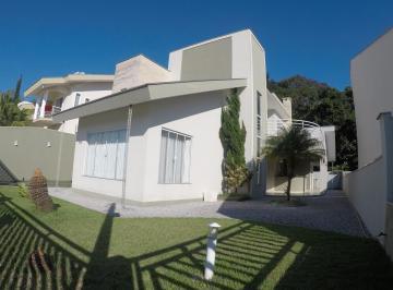 Casa · 230m² · 1 Quarto · 2 Vagas