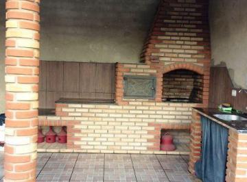 Churrasqueira e cozinha caipira.