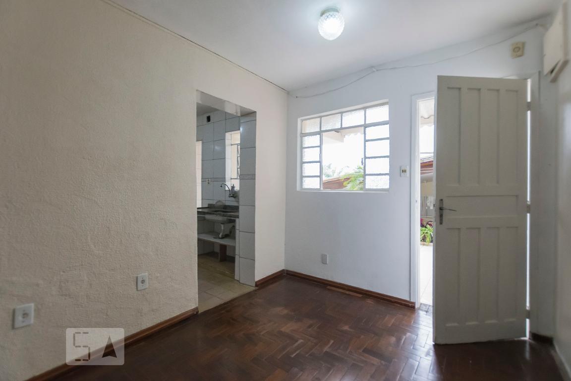 Casa para Aluguel - Jardim Santa Emília, 2 Quartos,  75 m²