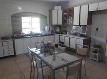 Casa · 360m² · 4 Quartos · 2 Vagas