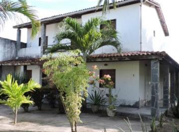 Casa · 180m² · 3 Vagas
