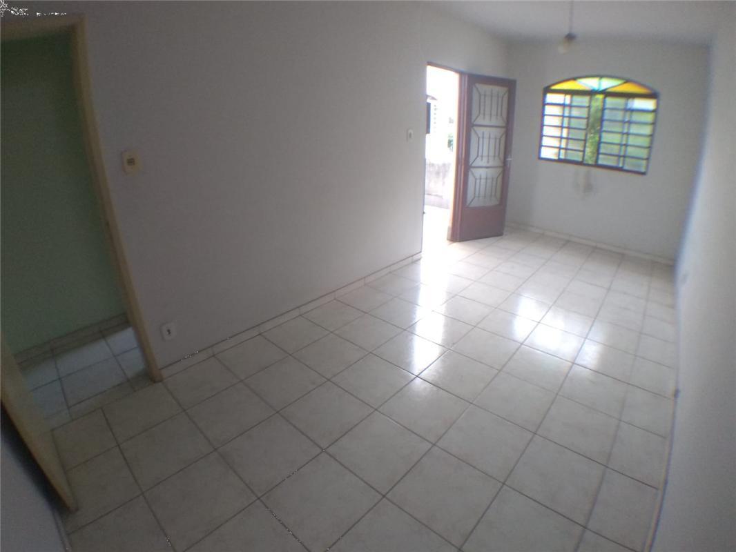 Casa à venda - em Alípio de Melo