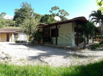 Casa · 180m² · 3 Quartos