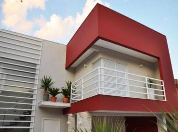 Casa · 274m² · 3 Quartos · 4 Vagas