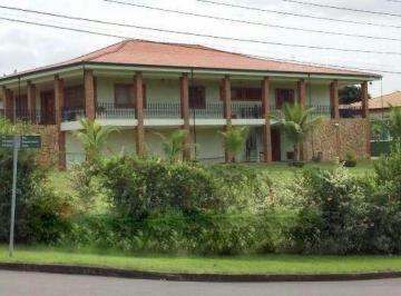 Casa · 550m² · 3 Quartos · 10 Vagas