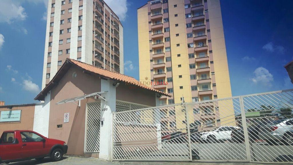 Apartamento 02 Dormitórios Mobiliado condomínio Varanda de Interlagos. R$ 1.700,00 o pacote.