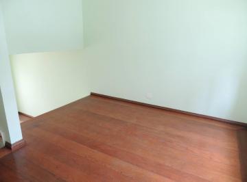 Casa em Condomínio Fechado para locação - 2 dts sendo 1 suíte, 2 vagas