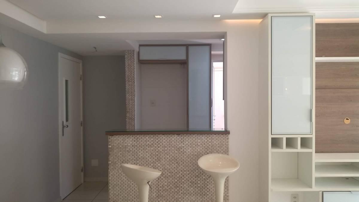 Apartamento 2/4 com suíte e dependência em Alphaville - 80 m²
