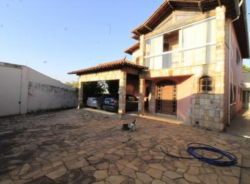 Casa · 372m² · 4 Quartos · 6 Vagas