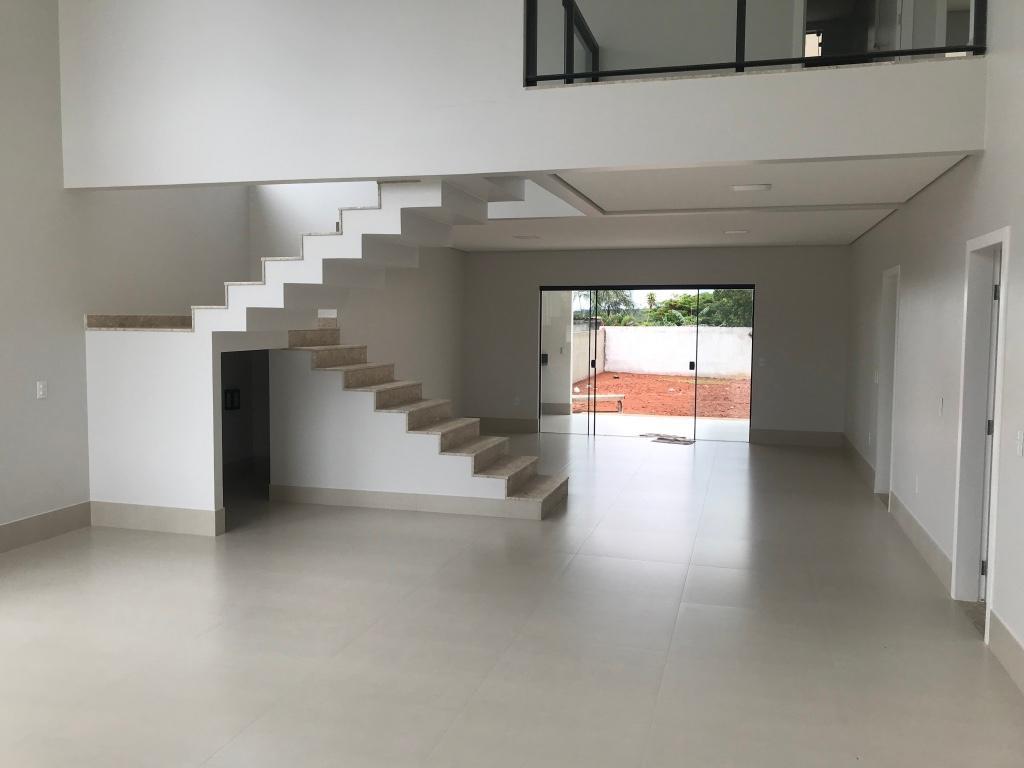 Casa nova e moderna no condomínio Belvedere Green