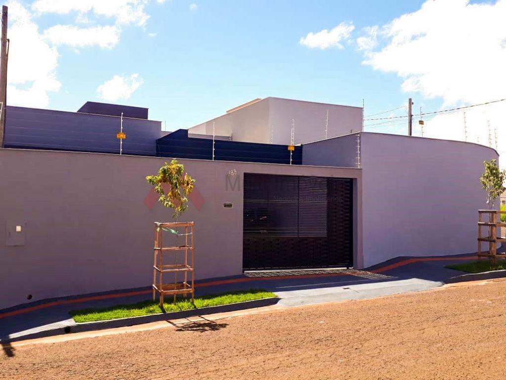 Casa recém construída, próximo à Av. Saul Eikind!