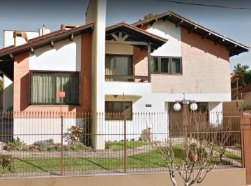 Casa · 305m² · 3 Quartos · 4 Vagas