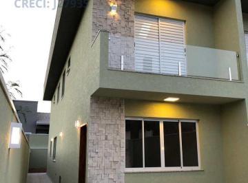 Casa · 107m² · 3 Quartos · 2 Vagas