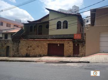 Casa · 284m² · 5 Quartos · 4 Vagas