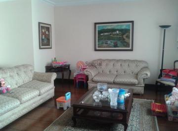 Apartamento · 240m² · 4 Quartos · 3 Vagas