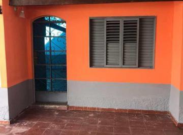 Casa · 240m² · 3 Quartos · 4 Vagas