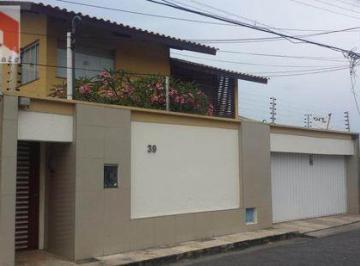 Casa · 250m² · 5 Quartos · 2 Vagas