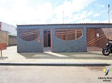 Casa · 152m² · 3 Quartos · 2 Vagas