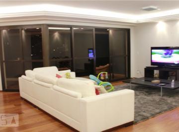 Apartamento · 217m² · 4 Quartos · 3 Vagas