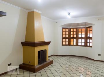 Casa · 213m² · 4 Quartos · 3 Vagas