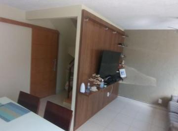 Casa · 72m² · 3 Quartos · 2 Vagas