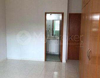 Casa · 210m² · 4 Quartos · 4 Vagas