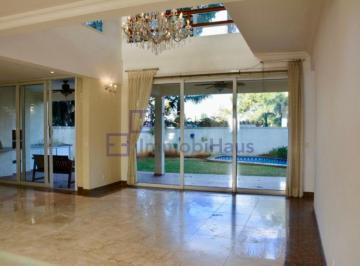 Casa · 700m² · 6 Quartos · 4 Vagas