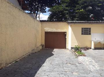 Casa · 200m² · 3 Quartos · 8 Vagas