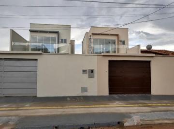 Casa · 120m² · 3 Quartos · 3 Vagas