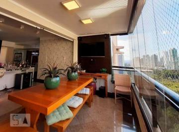 Apartamento · 165m² · 3 Quartos