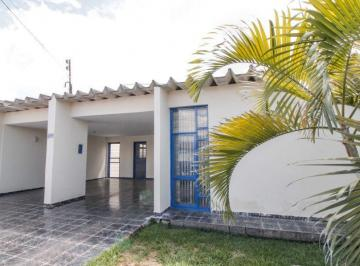 Casa · 234m² · 5 Quartos · 2 Vagas