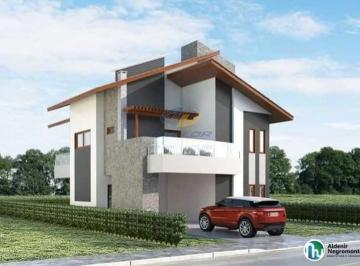 Casa · 4 Quartos · 2 Vagas