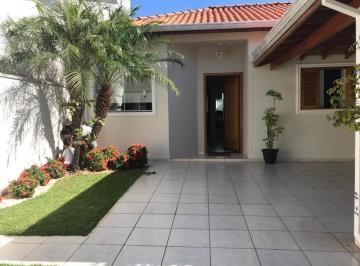 Casa · 105m² · 2 Quartos · 2 Vagas