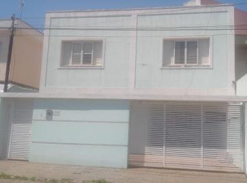 Casa · 213m² · 3 Quartos · 3 Vagas